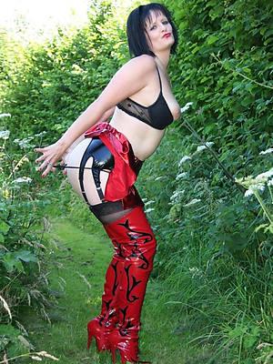 porn pics of mature involving rubber