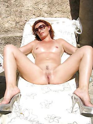 hotties of age surrounding heels nude photos
