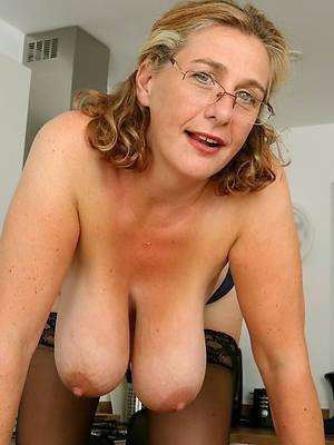pornstar amateur mature saggy tits pics