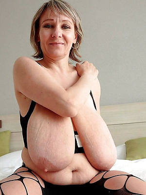 throb saggy mature tits posing nude