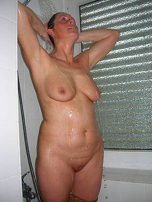utter full-grown with regard to shower posing unveil