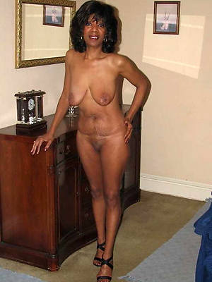 mature coloured moms posing nude