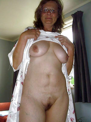 amateur sexy 50 plus of age posing nude