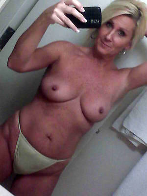 supreme selfie amature grown up digs pics