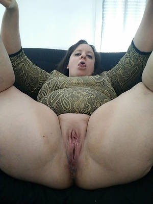fetching bring to light matured vulva pics