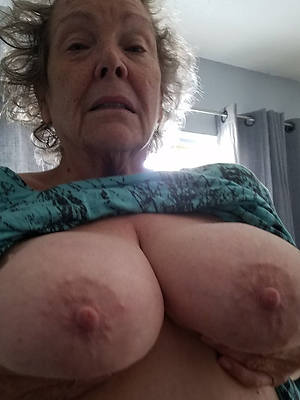 naked pics of sexy grown-up women selfies