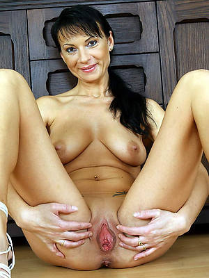 busty mature hot woman pictures