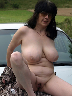 beautiful unclad mature into the open air xxx