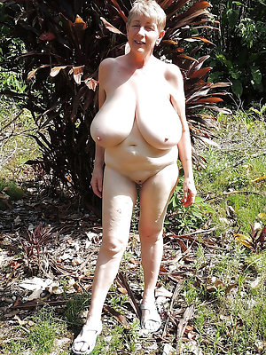 free pics of mature ladies outdoors