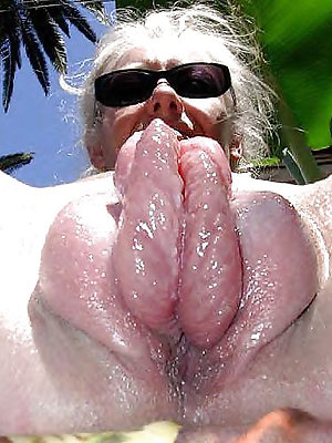 slutty mature pussy lips pictures
