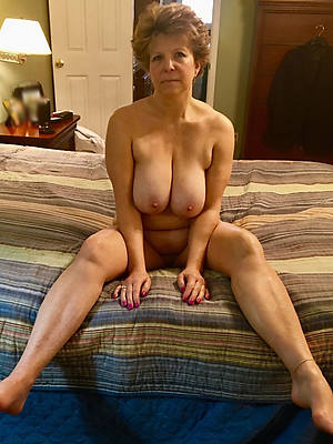 60 plus grown-up shows pussy