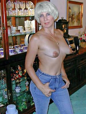 unconforming amature XXX mature ass in jeans
