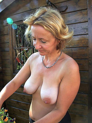matures walk out on 50 porno pics