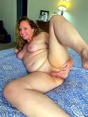 sweet bare mature ladies solo pics
