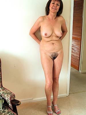 solo mature pussy bare pics