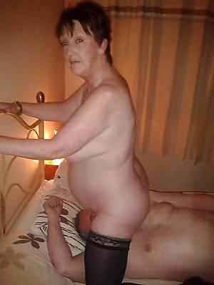 free mature women gnawing away pussy pics