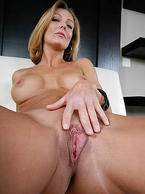 amateur grown up vulva porn