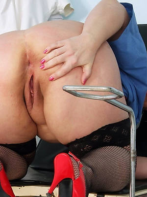 naked pics of mature chubby booty women