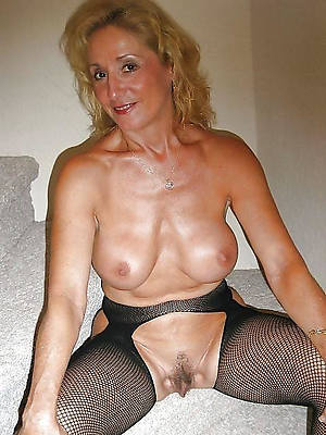 hot sexy mature give the cold shoulder to a fell