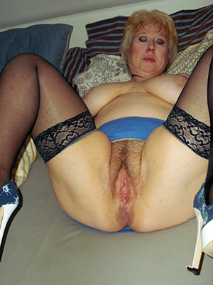 british mature moms home pics