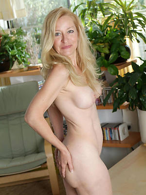 mature moms uk amateur tits