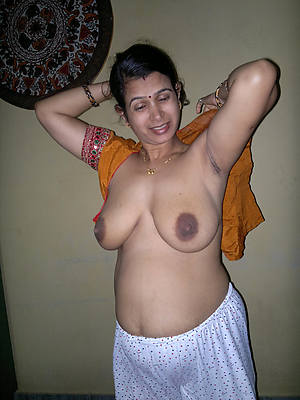 indian mature naked lodging pics