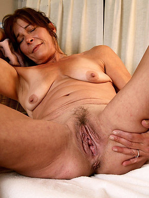 elder mature pussy stripped