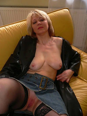 naked pics of hot mature solo