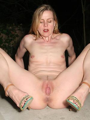 free porn pics of matured women small tits