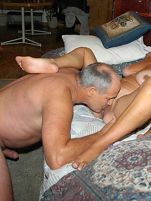 naked pics of mature woman eating pussy