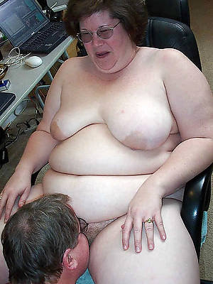 hd mature woman eating pussy
