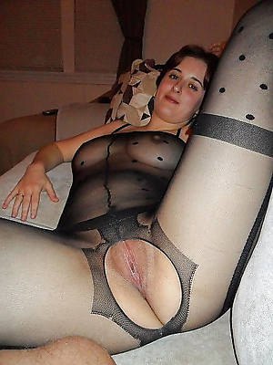 grown-up nylon legs shows pussy