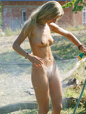 sweet nude mature dabbler photo