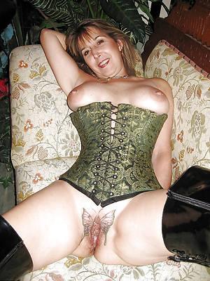 unorthodox hd bare-ass women with tattoo