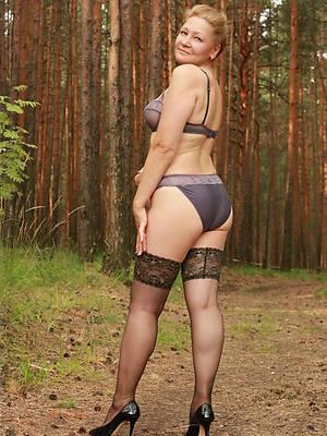 free porn pics of mature tits solo