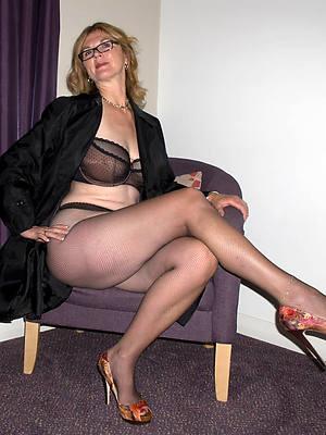 beautiful sexy mature women in nylons