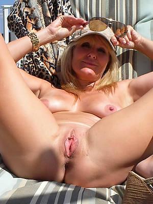 mature bald pussy pics