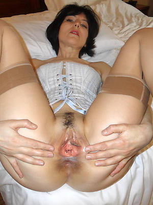 naughty mature cunt gallery