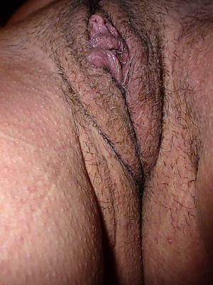 wet mature close alongside pussy displaying her pussy