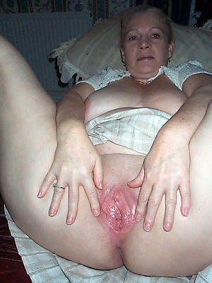 grown-up shaved pussy pics posing revealed