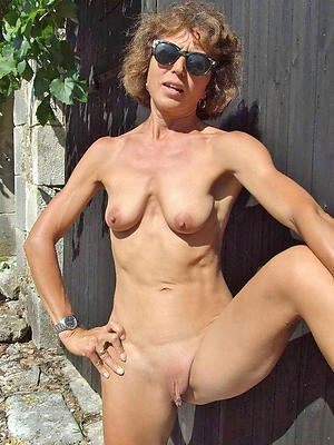 fine grown-up pussy shaved