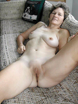 mature shaved cunt posing nude