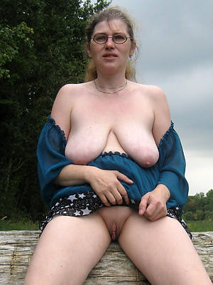 mature saggy bosom naked pic