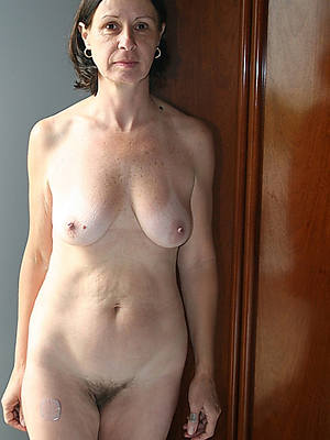 mature women amateurs displaying her pussy