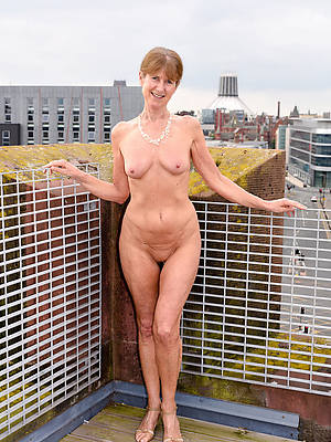 free mature nude small tits gallery