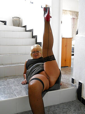 petite mature pussy in nylons