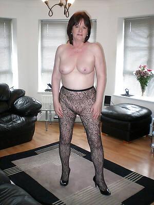 amateur mature ladies in nylons pics