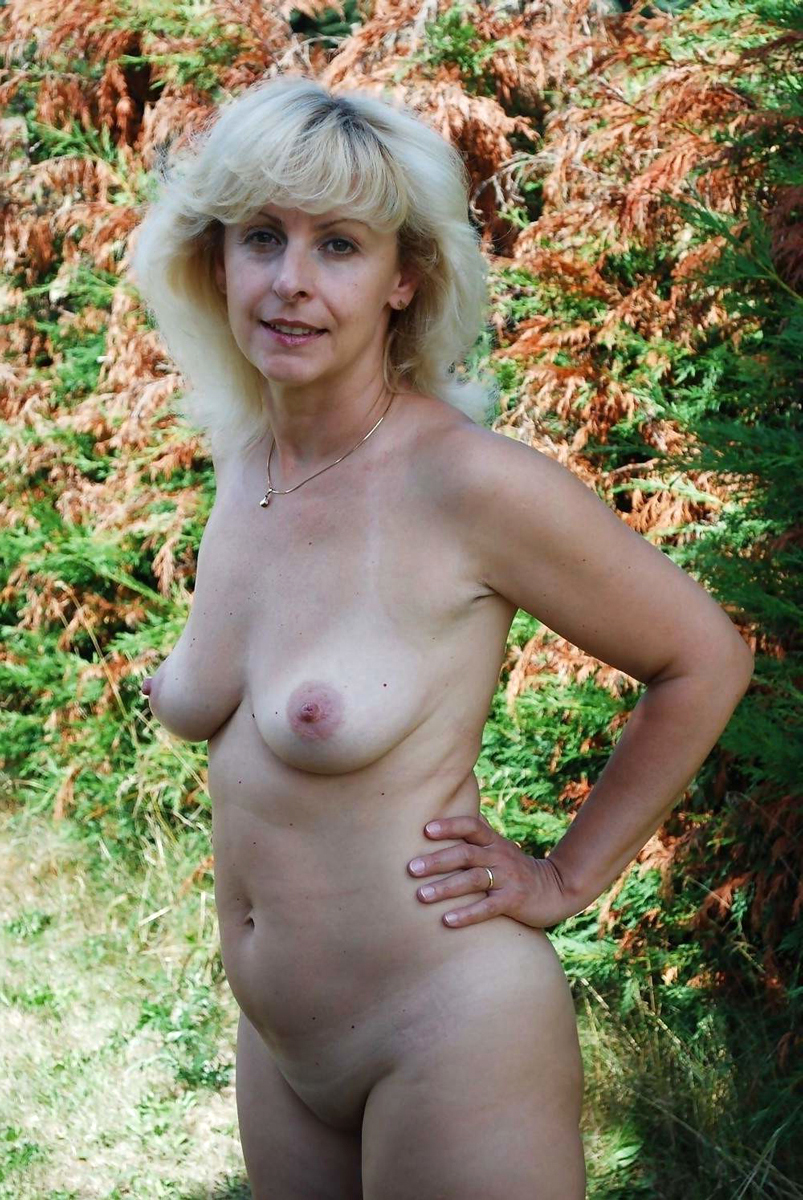 nude girl without underwear gif