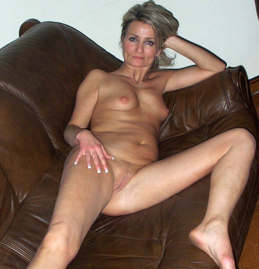 Nude mature girlfriends