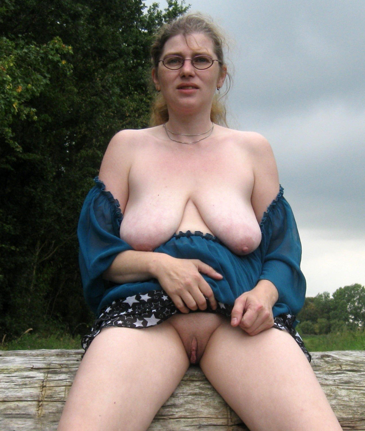 Mature showing tits